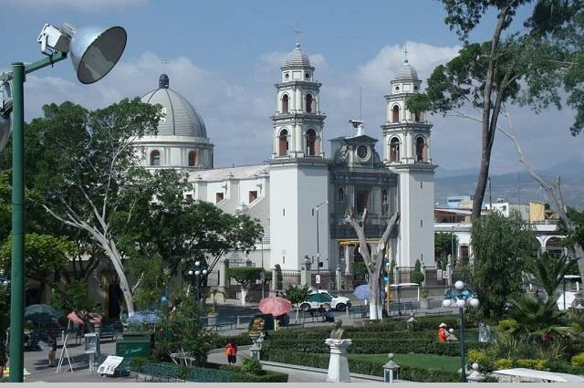 Se hacen pasar por la diócesis de Tehuacán y piden dinero