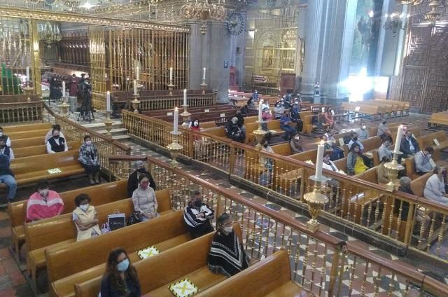 Usen canchas y capillas abiertas para vacunar, propone arzobispo