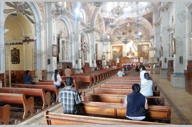 Abren iglesias en Zacapoaxtla con 25 por ciento de asistencia