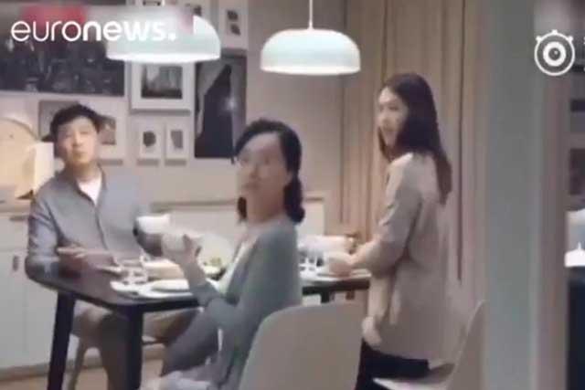 Acusan a Ikea de burlarse y humillar a las mujeres solteras con video