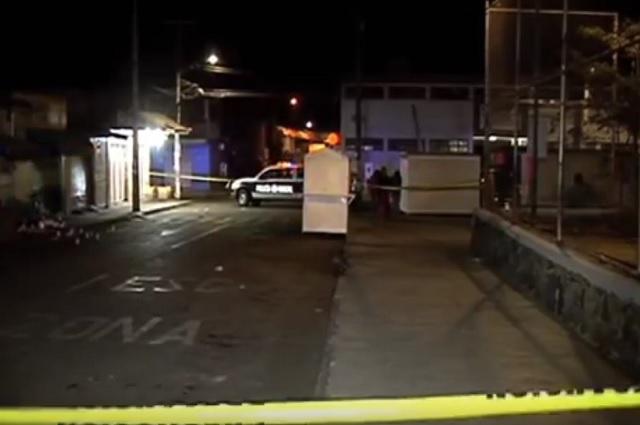 En asalto a autobús, pasajero enfrenta a ladrón, lo desarma y lo mata