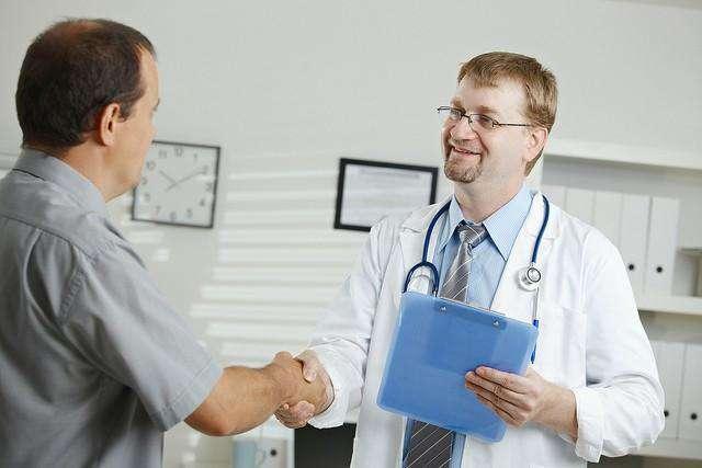 Apenas 35 % de los hombres asiste a revisión médica, informa Issste