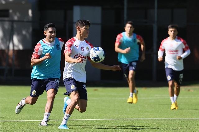Respaldan jugadores de Chivas a Luis Fernando Tena