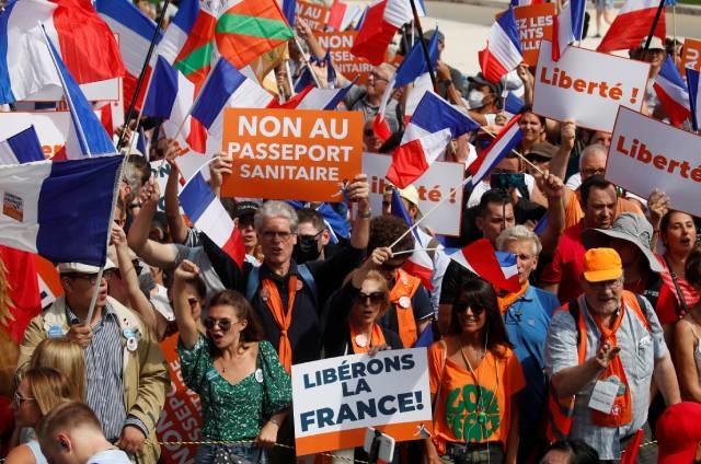 Protestan por pasaporte covid para bares y viajes en Francia