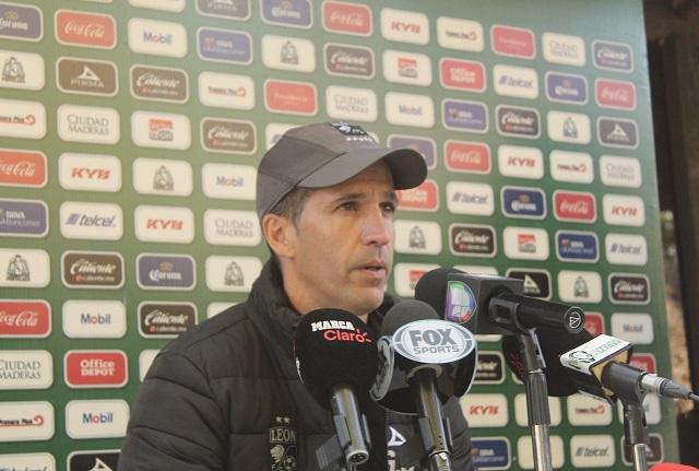 León le dice adiós al técnico Gustavo Díaz