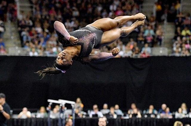 Gimnasta Simone Blis logra salto histórico en ejercicio de suelo