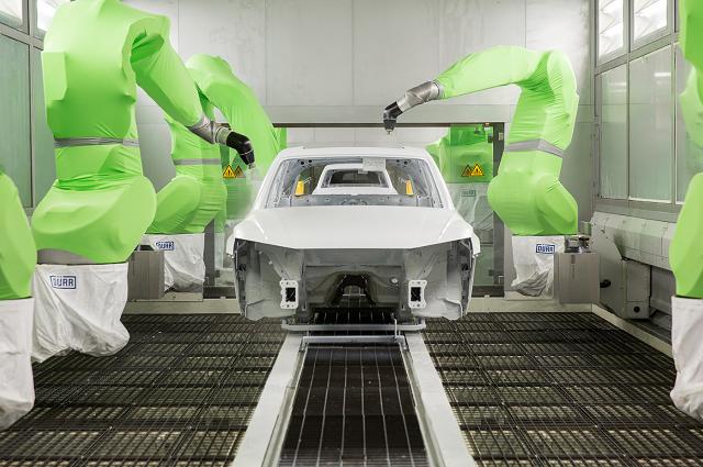 Más de 500 colaboradores en la nave de pintura de Audi