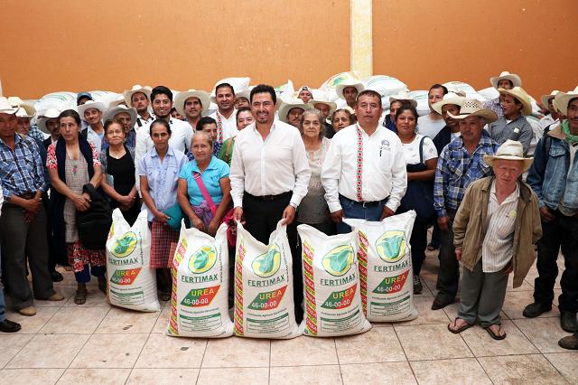 16 millones en obras y apoyo al campo de Tlatlauquitepec