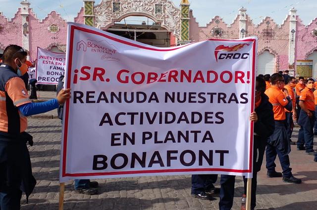 Trabajadores exigen en Casa Aguayo reabrir planta Bonafont
