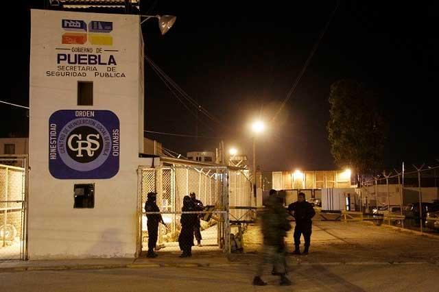 Tres heridos deja boda de interno en el Cereso de Puebla