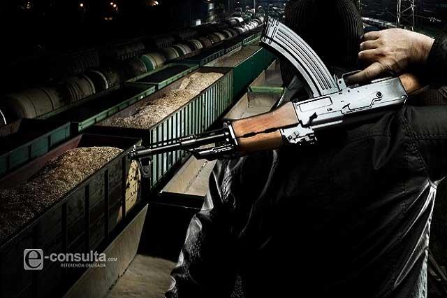 Asaltantes de trenes se enfrentan  con policías en Ciudad Serdán
