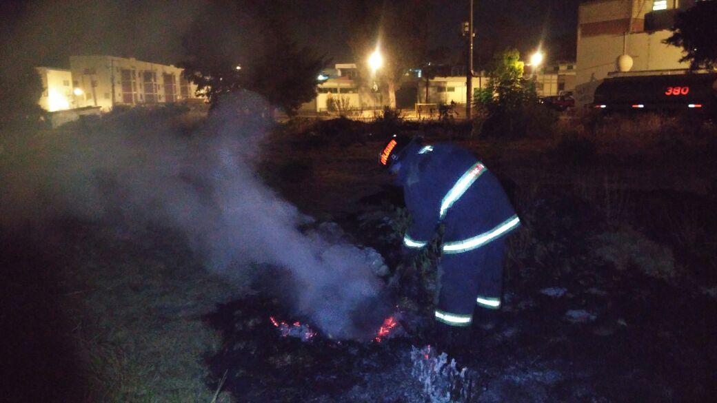 Bomberos sofocan incendio en ductos de Pemex