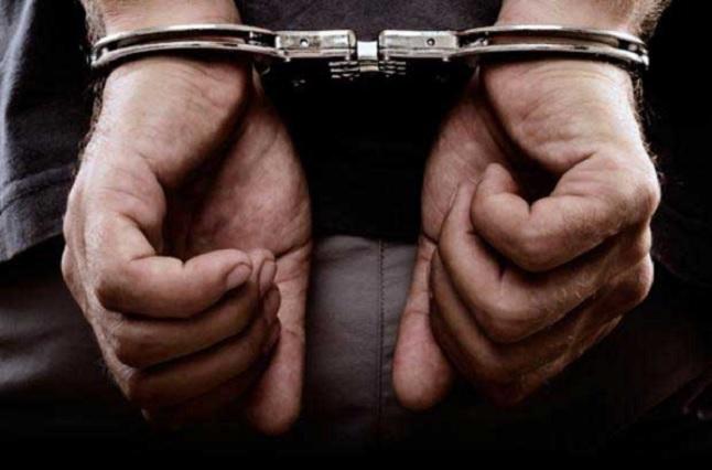 Van presos dos sujetos por robo de vehículo con mercancía