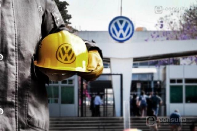 Ante caída en ventas plantean baja de 2 años a obreros de VW