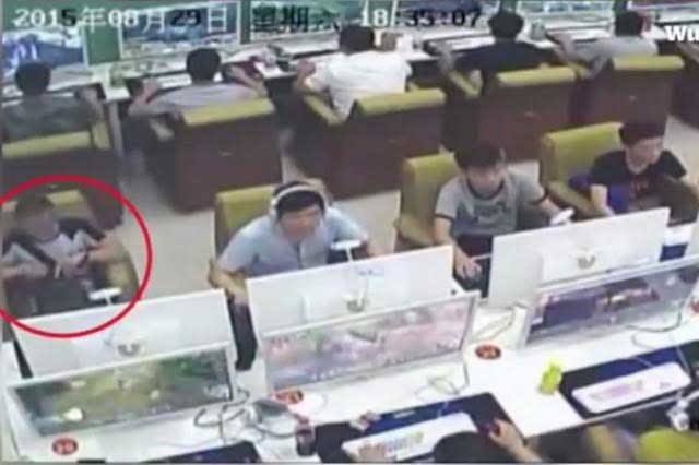 Joven chino roba un iPhone con la ayuda de un imán
