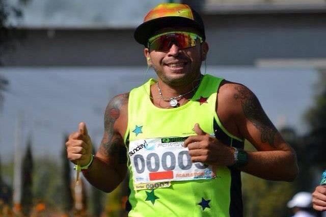 Triatleta poblano busca apoyo para asistir a competición mundial