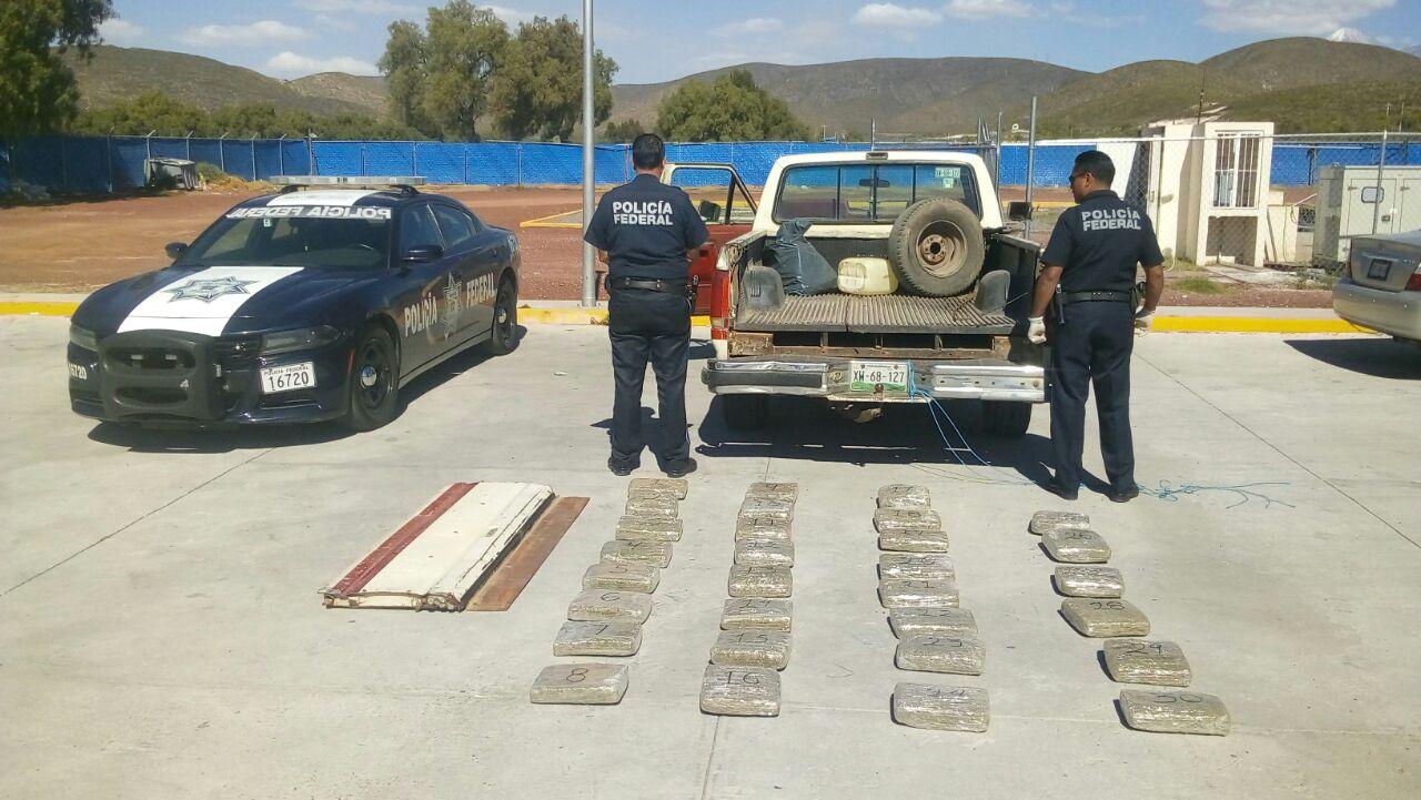 Federales detienen camioneta con 45 kilos de mariguana