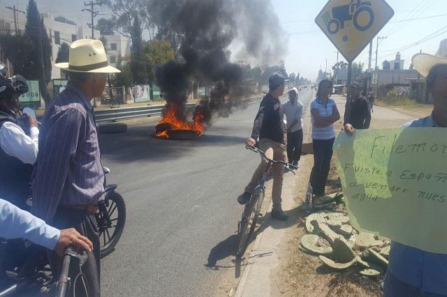 Bloquean federal México-Puebla opositores a reforma al agua