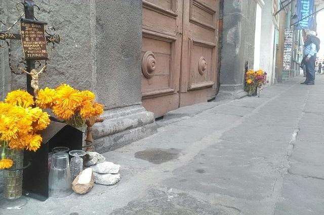 Recuerdan con ofrendas a fallecidos por el sismo en Puebla