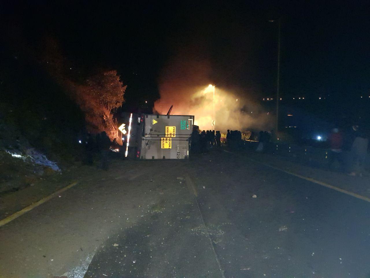 Incendio de un tráiler paraliza la Puebla-Orizaba por 12 horas