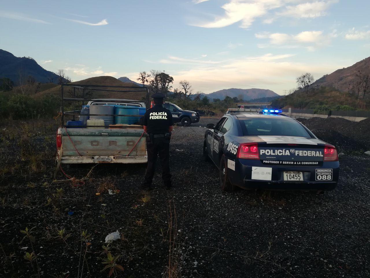 Huachicoleros disparan contra policías federales y huyen en La Ceiba