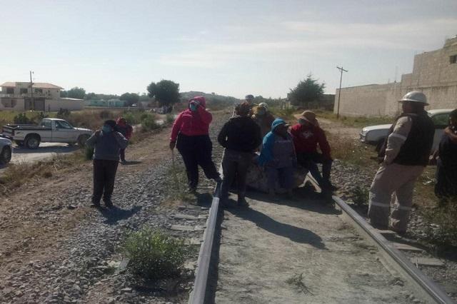 Saquean tren en Tepeaca con 100 toneladas de cemento