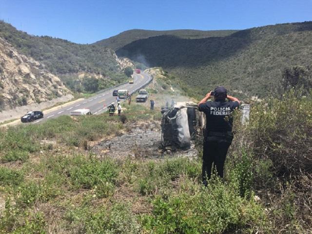 Conductor muere calcinado tras volcar en la Cuacnopalan-Oaxaca