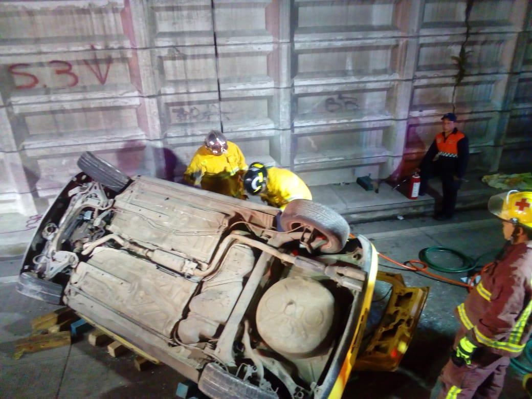 Fallecen 2 adultos y 3 niños tras volcadura en la Puebla-Orizaba