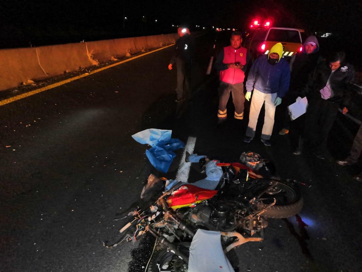 Mueren dos motociclistas al chocar de frente en camino a Huaquechula