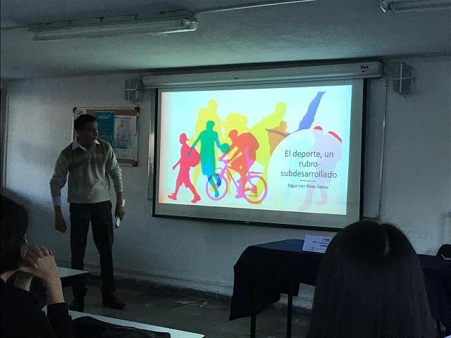 Analizan consumismo y temas sociales en congreso de estudiantes