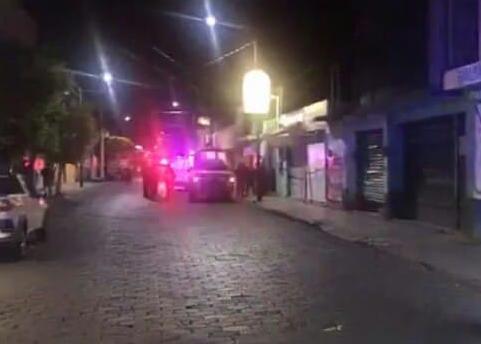 Asesinan a tiros dos hombres dentro de un bar en Tehuacán
