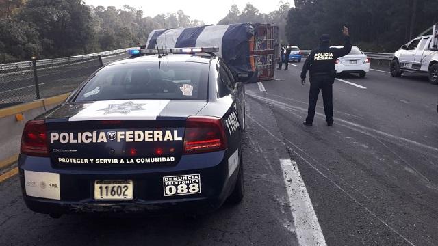 Vuelca camión con peregrinos en la México-Puebla; no hay heridos