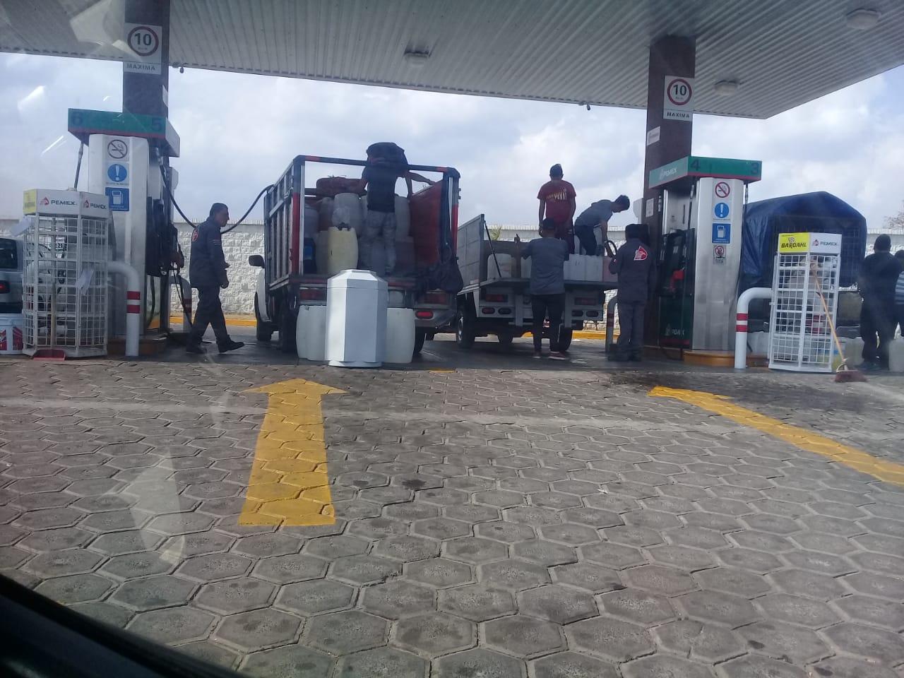 Ante desabasto cargan gasolina de más en Texmelucan e Izúcar