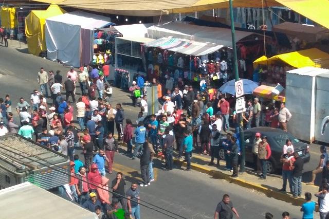 Tianguistas cierran accesos a Texmelucan y exigen seguridad