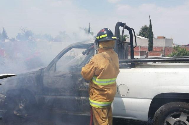 Arde camioneta de Bomberos en el Periférico Ecológico