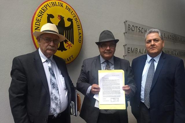Llevan a la embajada de Alemania acusación de desvío a favor de AUDI