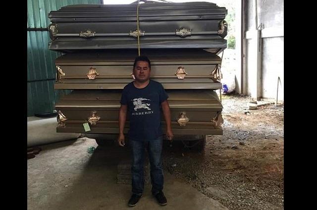 Diputada regala como propios ataúdes donados a Huauchinango