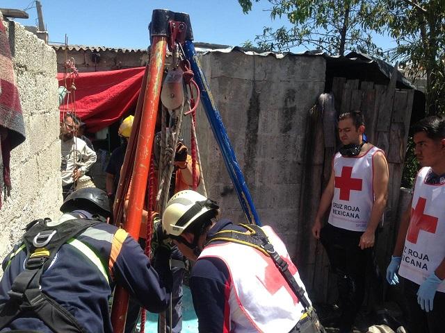 Rescatan el cadáver de un hombre en pozo de Amozoc