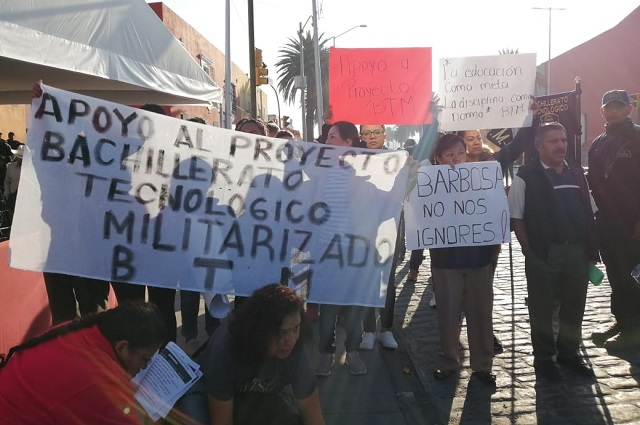 Con marcha exigen a SEP apoyo a Bachillerato Vicente Suárez