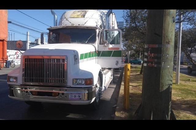 Dan paliza a trailero por conflicto vial en Calzada Zaragoza