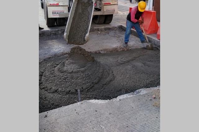 Agua de Puebla repara ocho fugas en concreto hidráulico