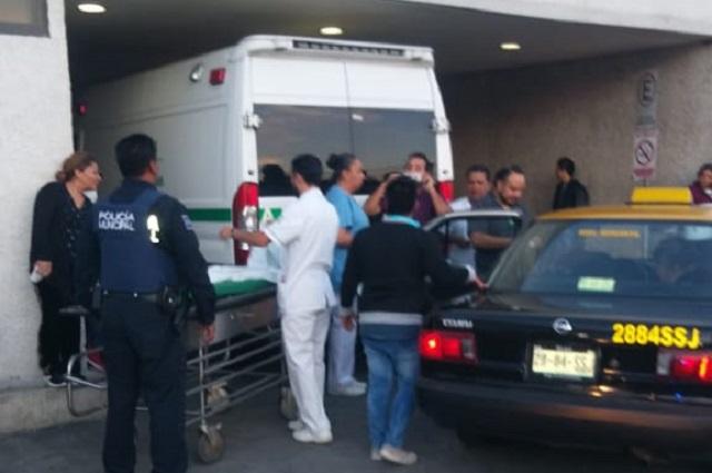 Policías auxilian a mujer que tuvo parto en taxi de Puebla