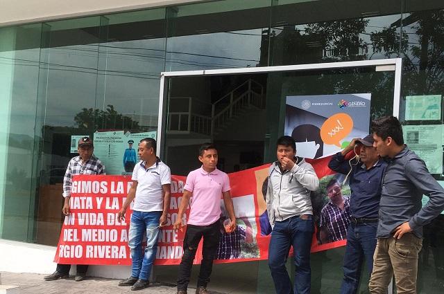 Bloquean calzada en Tehuacán por desaparición de activista