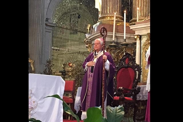 En misa a puerta cerrada, arzobispo pide acatar medidas sanitarias