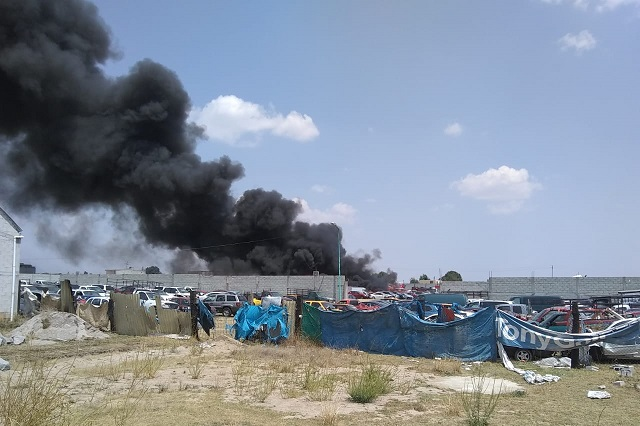 Quema de pastizal provoca incendio en corralón de Chachapa