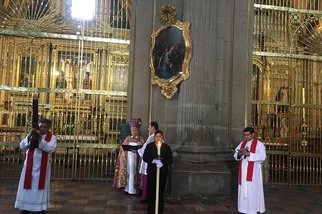 Vía Facebook, arzobispo recorre viacrucis en la Catedral de Puebla
