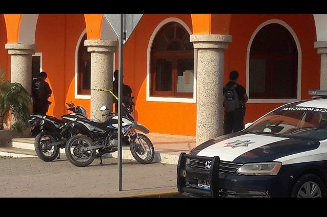 Catean inmuebles del edil de Ajalpan e interrogan a policías