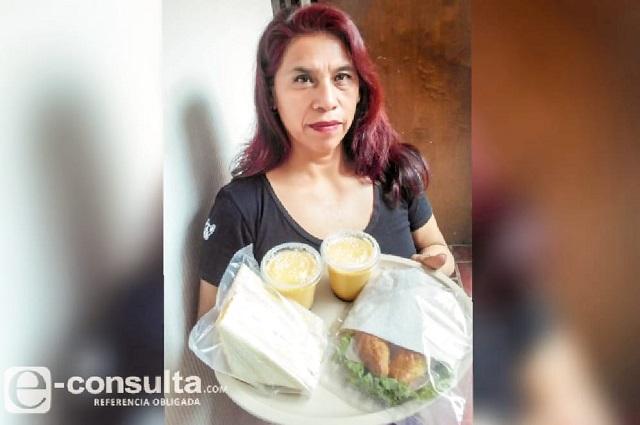 Silvia vende tortas para sobrevivir a la contingencia en Puebla