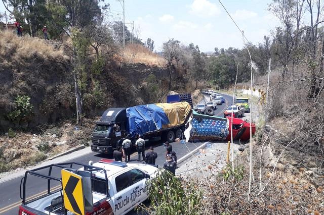 Se registra aparatoso accidente en la federal Puebla-Atlixco