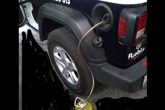 Acusan ordeña de combustible a patrullas de Puebla capital